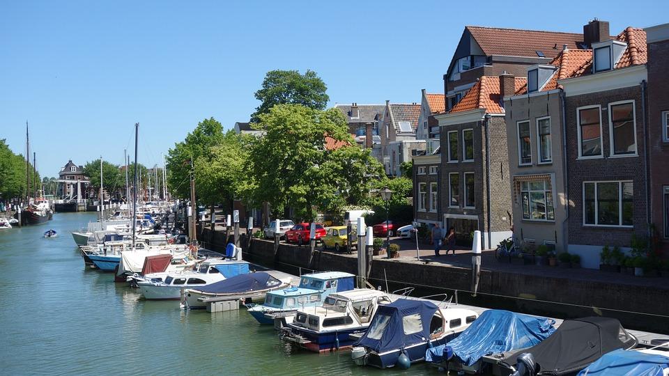 Wat is de oudste stad van Holland? Dordrecht of Geertruidenberg?